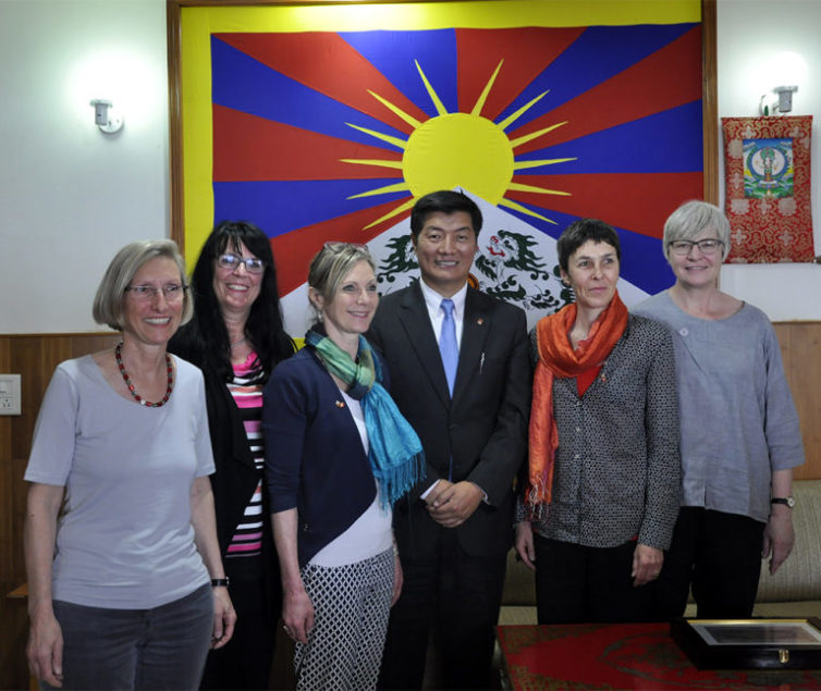The Tibetan political leader urged the MPs to support China-Tibet dialogue based on CTA's Middle Way Policy.